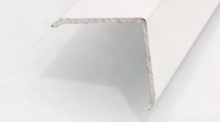 Esquinero 28 x 28 aluminio blanco adhes.